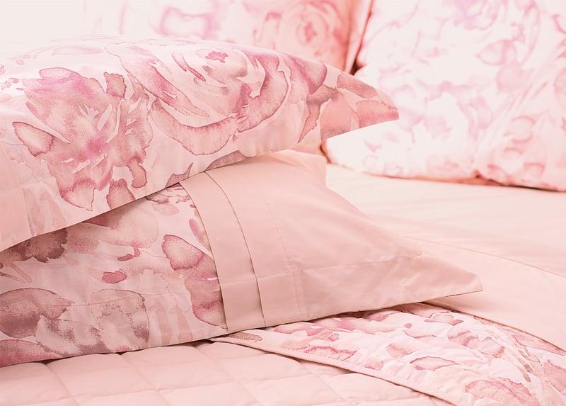 Leoni-Cushions-Closeup-Inset-800